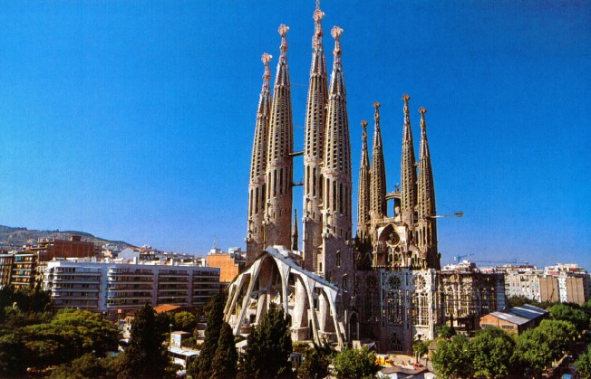 tourist_attractions_in_barcelona_la_sagrada_familia